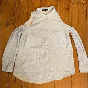 Women's size Medium Ambiance shirt shoulders out